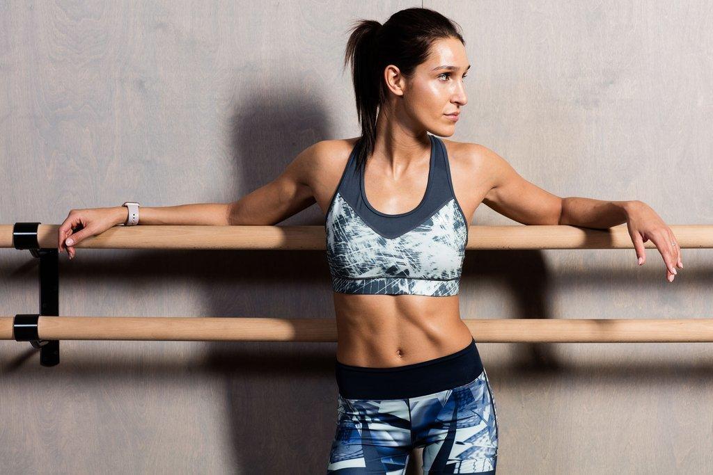 kayla itsines diet and workout program