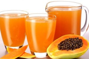papaya juice in a glass