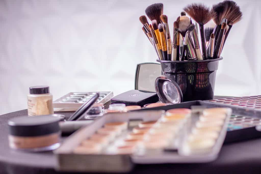 learn about eco friendly makeup routines