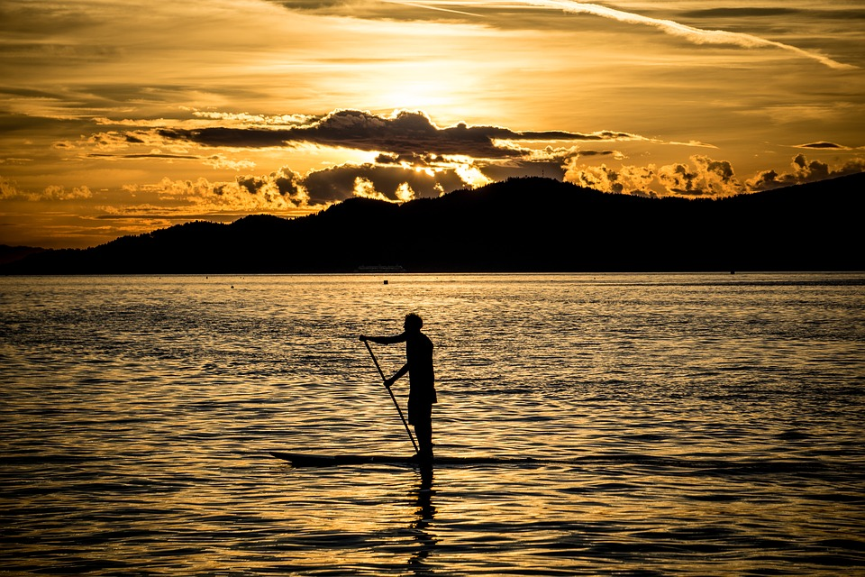 learn about the health benefits of paddle boarding